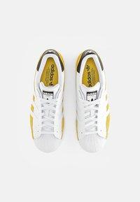 adidas Originals - SUPERSTAR - Tenisky - hazy yellow/ white/core black - 3