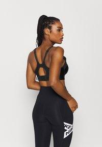 Nike Performance - ALPHA ULTRABREATHE BRA - High support sports bra - black - 2