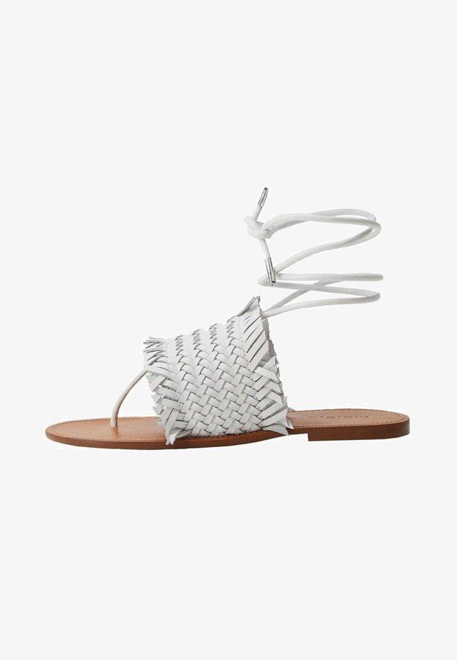 FLÄTADE - T-bar sandals - vit