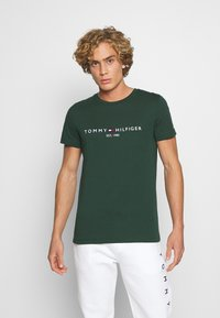 Tommy Hilfiger - LOGO TEE - T-shirt con stampa - green - 0