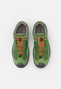 Lowa - ROBIN GTX LO UNISEX - Hiking shoes - grün/orange - 3