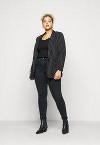 Vero Moda Curve - VMSOPHIA RHINESTONE  - Jeans Skinny Fit - black - 1
