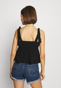 Lost Ink - PLEATED DETAIL BOW TIE CAMI - Blouse - black - 2