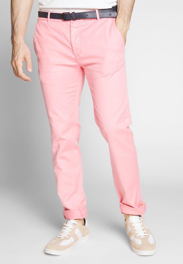 MOTT CLASSIC GARMENT DYED - Pantalones chinos - hibiscus pink