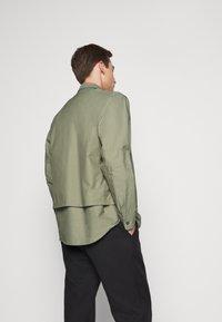 CLOSED - UTILITY  - Shirt - soft khaki - 2