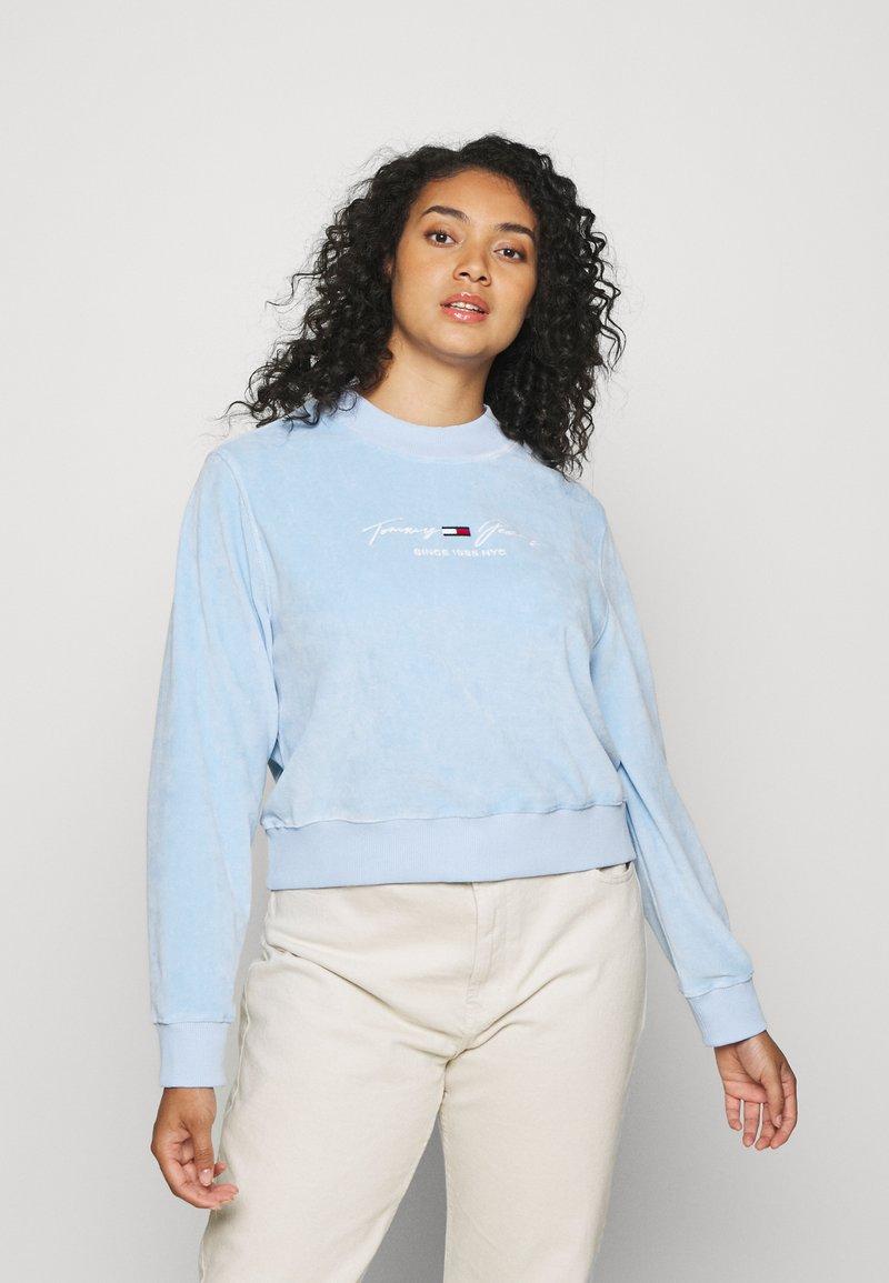 Tommy Jeans Curve - CREW - Sweatshirt - light powdery blue