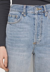 Topshop - PARALLEL - Jeansy Relaxed Fit - bleached denim - 4