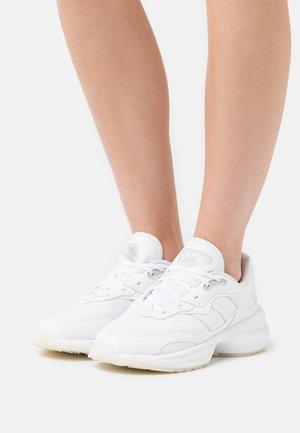 ZENTIC - Sneakersy niskie - footwear white/silver metallic/core black