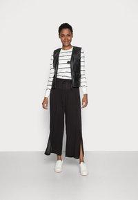 Cream - ALLIE PANTS - Kalhoty - pitch black - 1