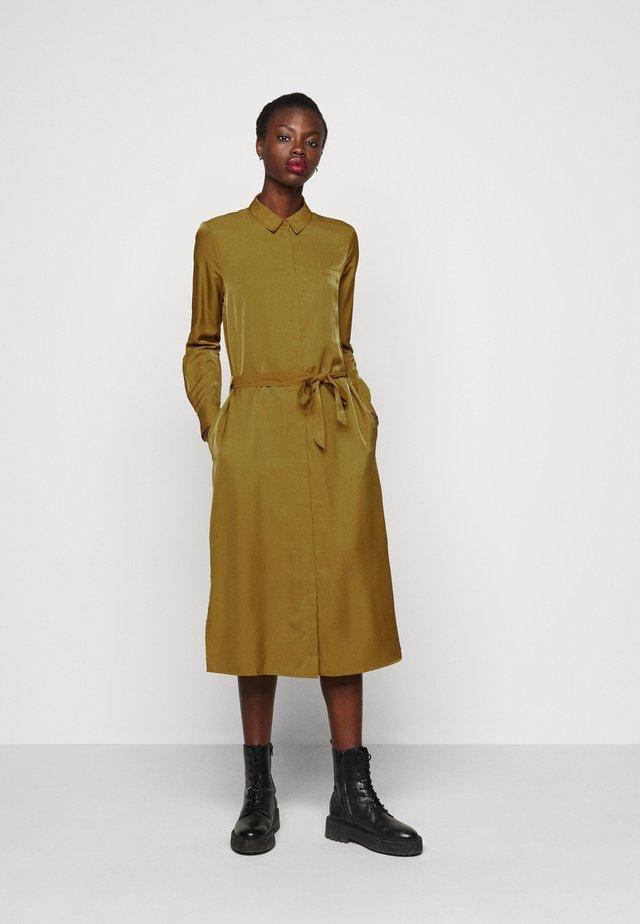 OBJEILEEN DRESS - Košilové šaty - tapenade