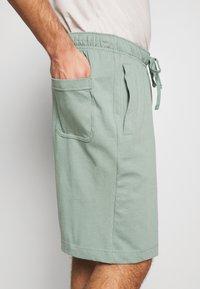 Nike Sportswear - CLUB - Shorts - silver pine/white - 3