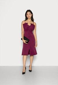 Closet - CLOSET RUFFLE BODICE - Cocktail dress / Party dress - plum - 1