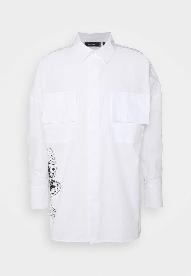 Byron Denton x NU-IN MELTED BUTTERFLY OVERSIZED - Košile - white