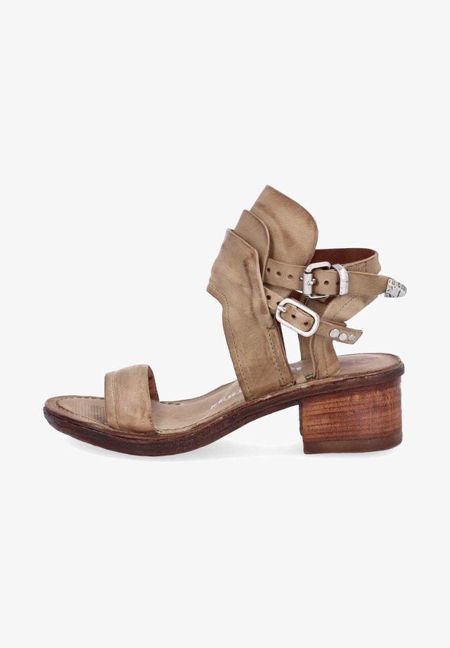 Sandalen met enkelbandjes - africa