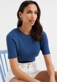 WE Fashion - MET STRUCTUUR - Basic T-shirt - navy blue - 4