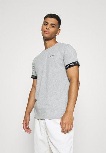 BRANDED CUFF TEE - Print T-shirt - light grey
