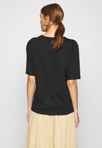 Moss Copenhagen - ALVA PUFF TEE - Print T-shirt - black - 2
