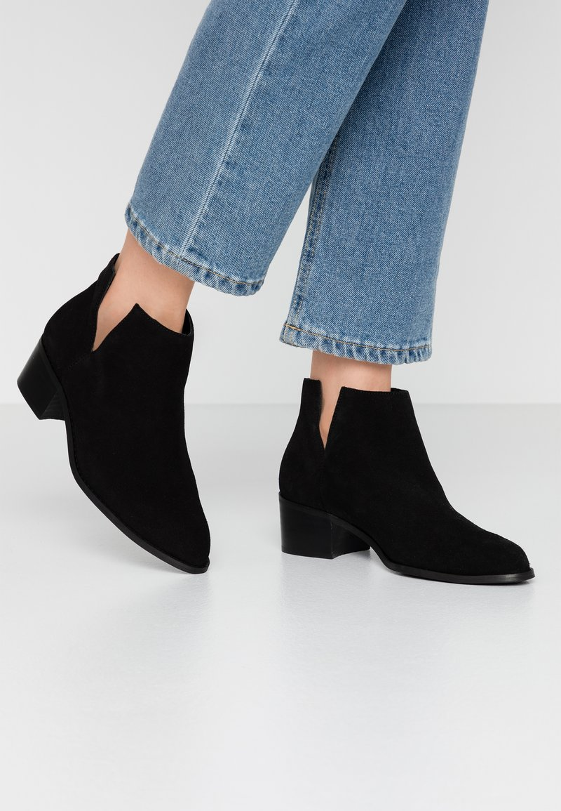 Bianco - BIADARLEY V-CUT - Ankle boots - black