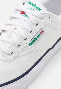 Reebok Classic - CLUB C COAST UNISEX - Sneakers - footwear white - 5