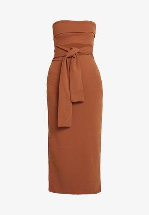 CUT OUT BELTED BANDEAU DRESS - Robe de soirée - brown