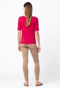 HALLHUBER - Basic T-shirt - cyclam - 2