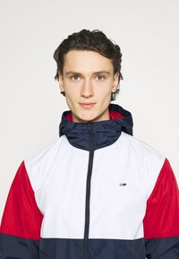 Tommy Jeans - COLORBLOCK UNISEX - Summer jacket - white/multi - 3