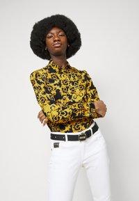Versace Jeans Couture - LADY SHIRT - Košile - black - 5