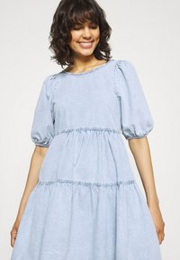 Gina Tricot - BABYDOLL DRESS - Denim dress - light blue - 4