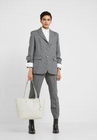 Lauren Ralph Lauren - COATED COLLINS - Bolso shopping - vanilla heritage - 1