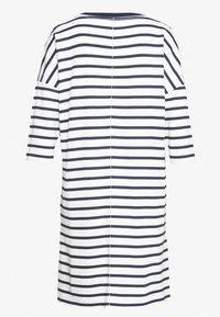 Marc O'Polo - DRESS 3/4 SLEEVE ROUND NECK STRIPED - Kjole - white - 1