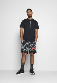 Under Armour - RETRO  - Sports shorts - black - 1