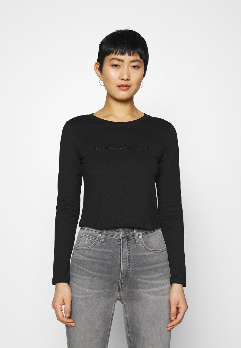 Calvin Klein Jeans - SHINY CROP TEE - Long sleeved top - black