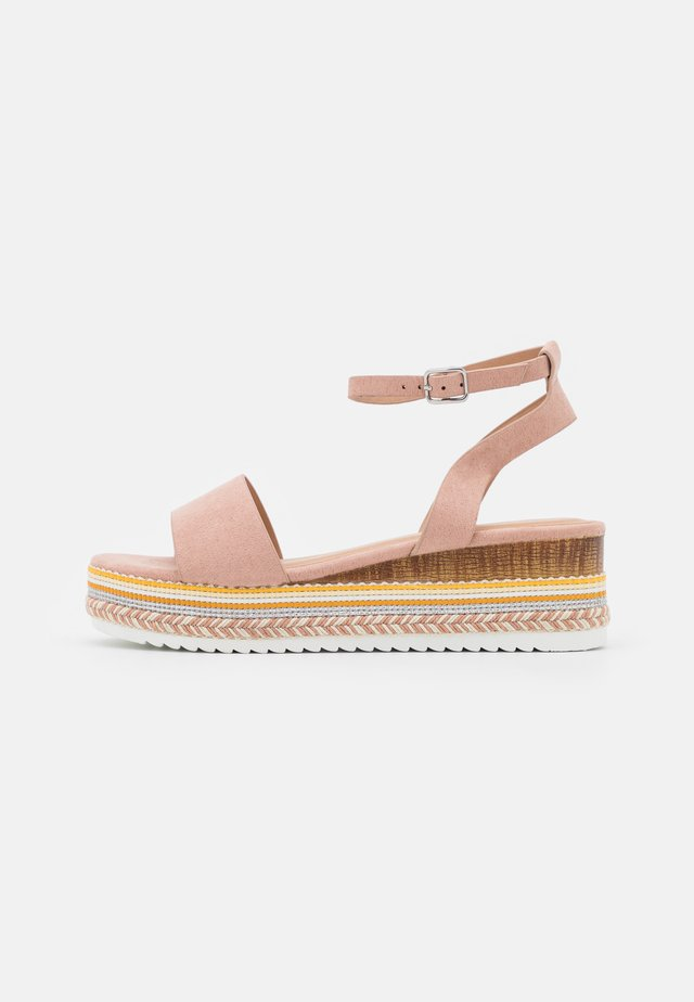 Sandalen met plateauzool - light pink