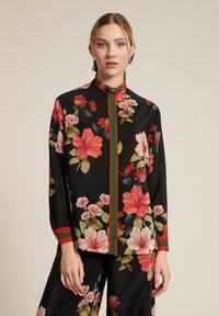 Luisa Spagnoli - Button-down blouse - var nero/corallo - 0