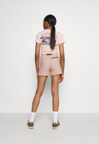 The North Face - CLASS BELTED SHORT  - Pantaloncini sportivi - evenng sand pink - 2