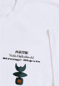Edwin - STRANGE OBJECTS - Print T-shirt - white - 5