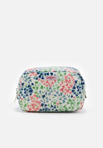 CLASSIC COSMETIC CASE - Wash bag - warm cream