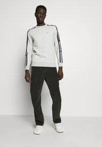 Tommy Jeans - BRANDED TAPE CREW - Sweatshirt - grey - 1