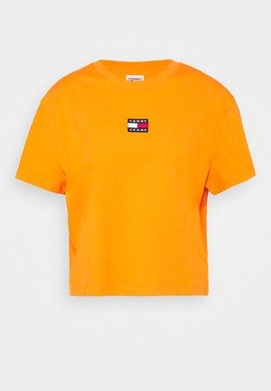 TOMMY CENTER BADGE TEE - Basic T-shirt - washed orange