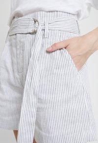 Banana Republic - BELTED MINI STRIPE - Shorts - white - 4