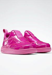 Reebok Classic - CLUB C SLIP ON III FOUNDATION TENNIS - Sneakers laag - pink - 1