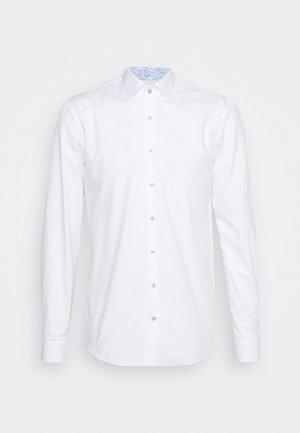 CONTRAST SLIM SHIRT - Chemise classique - white