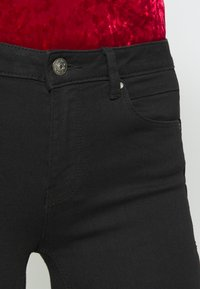 ONLY - ONLDAISY PUSH UP - Vaqueros pitillo - black denim - 5