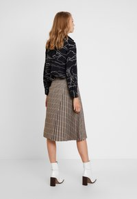 Apart - GLENCHECK PLISSEE SKIRT - A-line skirt - taupe/multicolor - 2