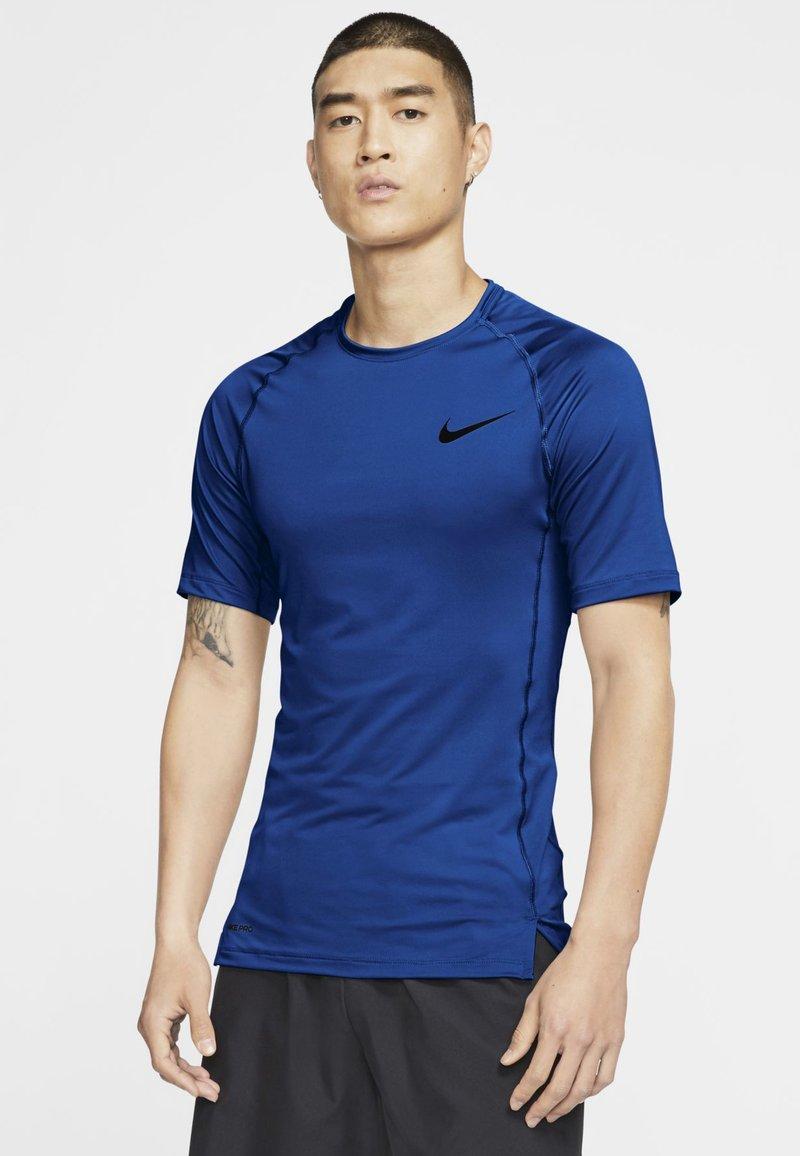 Nike Performance - T-shirts basic - game royal/black