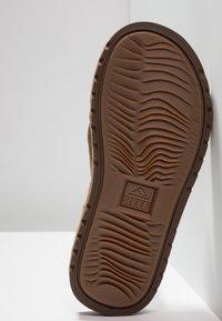 Reef - VOYAGE - T-bar sandals - brown/bronze - 4