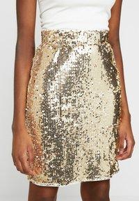 Blendshe - BSCORAS SLIM - Pouzdrová sukně - gold - 4