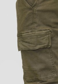 INDICODE JEANS - AUGUST - Cargohose - army - 4