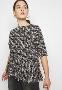 ONLY Carmakoma - CARGRAP - Blouse - cement - 3