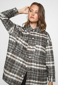 Missguided - BRUSHED CHECKED SHACKET - Classic coat - brown - 5